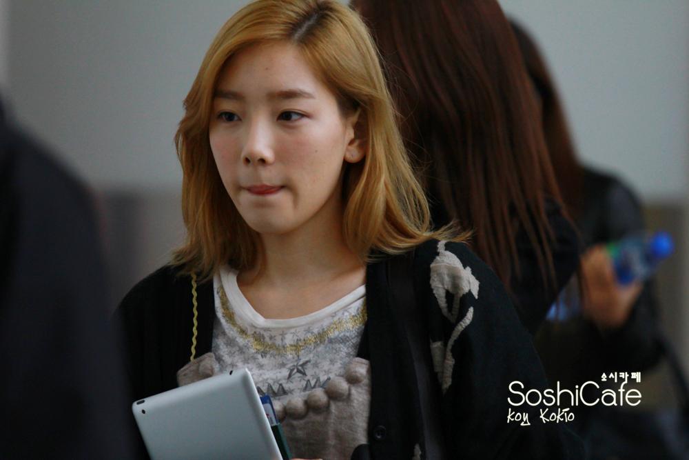 Taeyeon No Makeup Airport Soshicafe - master - 120116 hong kong ...